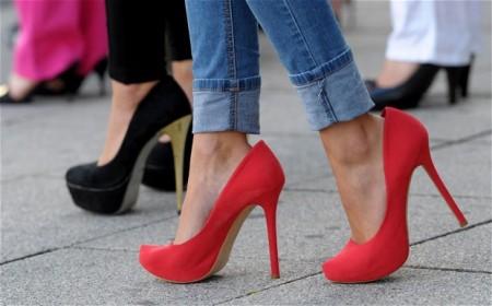 D6888W-high-heels_2653896b
